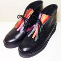 LIQUIDACIÓN Botas de cuero negro con flecos de colores Talle 37