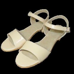 Sandalias de charol con taco cuadrado