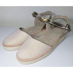 Sandalias cerradas adelante con plataforma, de loneta lurex y sintético dorado