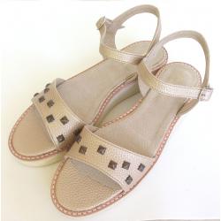 Sandalias de sintético dorado con tachas